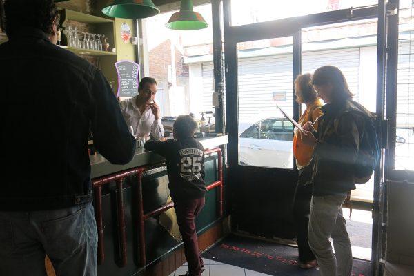 Samedi 1er octobre : un atelier de reportage dessiné mène de jeunes reporters à la rencontre des habitants et commerçants des Lilas.