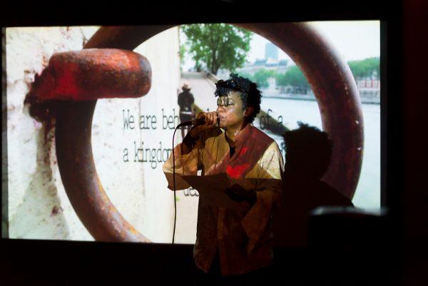 """La soirée de poursuit à l'Espace Khiasma avec la performance de Jamika Ajalon, """"Alien(s)kin""""."""